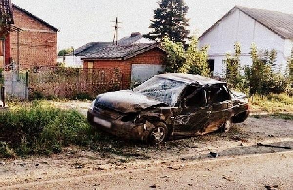 В Хадыженске 25-летний парень перевернул «Приору» на крышу