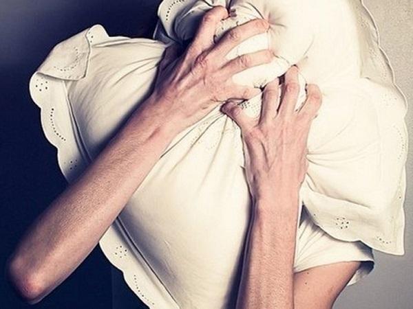 ВКраснодарском крае душевнобольная женщина задушила свою мать подушкой