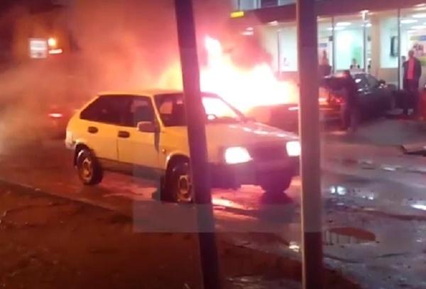 ВКраснодаре на стоянке Сбербанка взорвался автомобиль