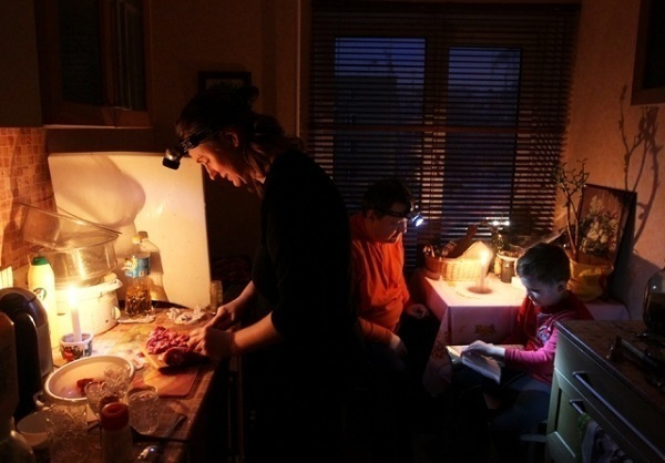 В Краснодаре многодетные семьи остались без света и горячей воды