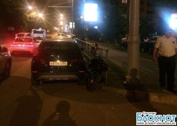 В Краснодаре мотоциклист влетел в два автомобиля
