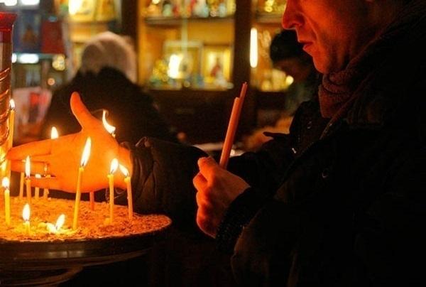 В Краснодаре служитель храма украл 60 тыс. рублей и спустил их на женщин