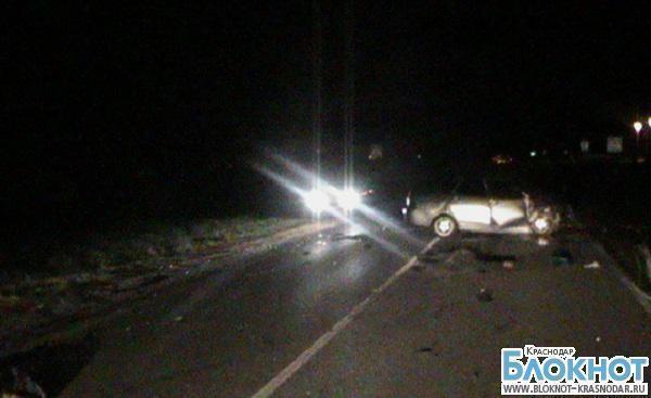 В Краснодарском крае в аварии погибли водитель и пассажир иномарки