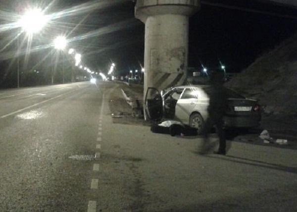 В Краснодаре «Тойота» влетела в опору моста