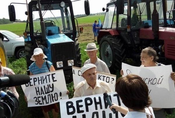 Протестующие кубанские фермеры направились натракторах в столицуРФ