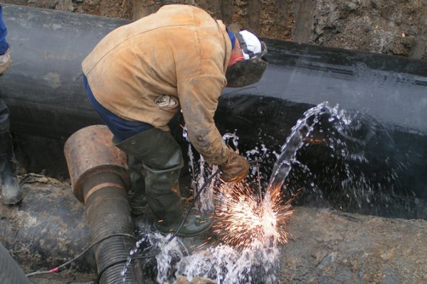 Прокурор края лично проверил ход ремонта сочинского водопровода на Медовой