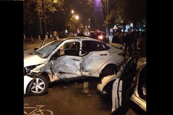 Водитель «Хендая» устроил крупную аварию в центре Краснодара, протаранив «Мерседес»