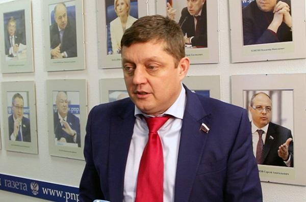 России нужно отказаться от продажи нефти, - Пахолков