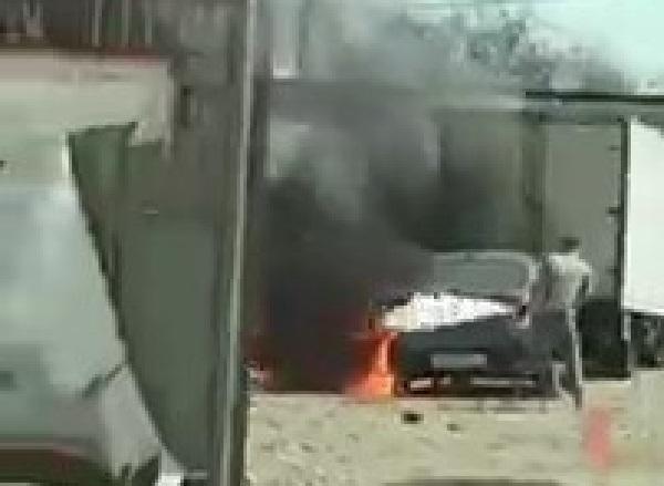 Машины горят у Яблоновского моста