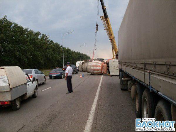 В Краснодаре произошла авария с тройным столкновением