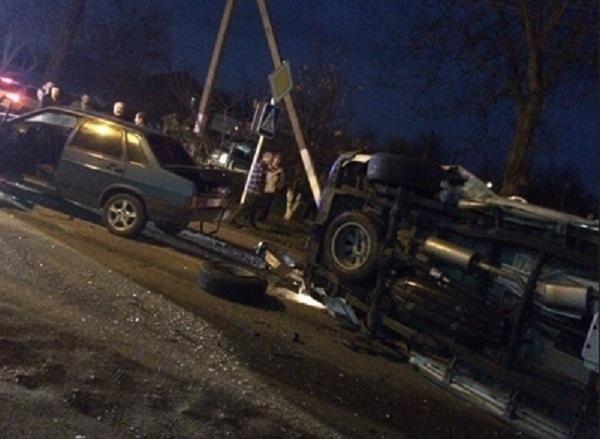 На Кубани в ДТП столкнулись три автомобиля, есть пострадавшие