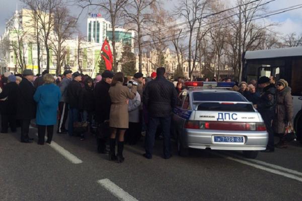 Кондратьев вернулся из Москвы для встречи с бунтующими пенсионерами