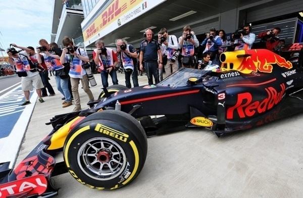 Российский этап «Формулы-1» в Сочи стартовал тренировочными заездами
