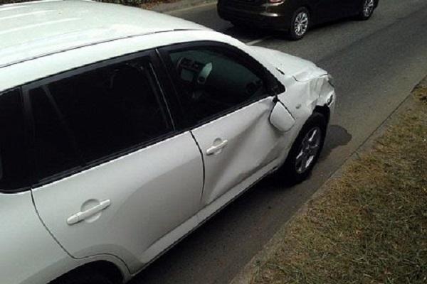 В Сочи сбитого женщиной пешехода зажало между машинами