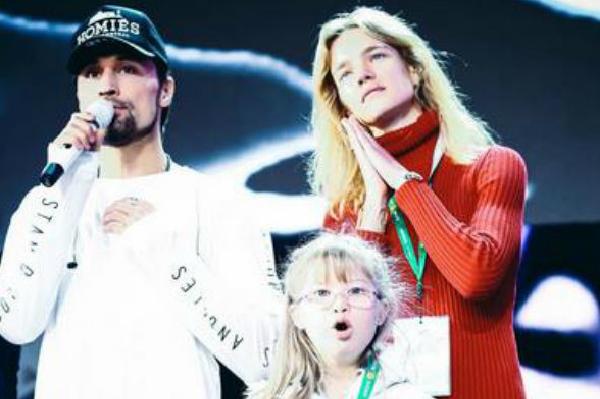 Водянова выступила на «Новой волне» без косметики