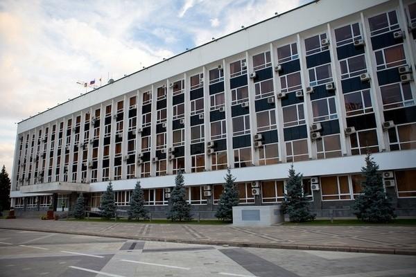 Владимир Евланов представил подчиненным нового начальника управления по связям с общественностью