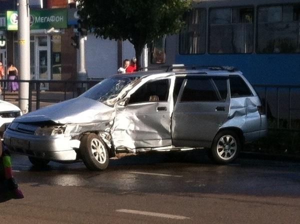 В Краснодаре столкнулось два автомобиля