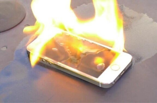 В Абинске женщина от злости сожгла дорогой смартфон