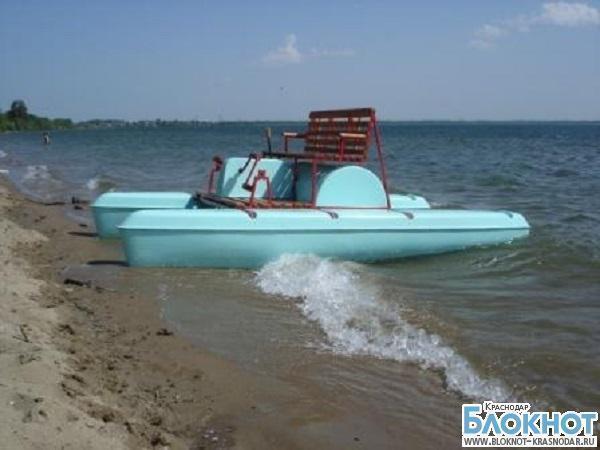 В Приморско-Ахтарском районе четырех человек на катамаране унесло в море
