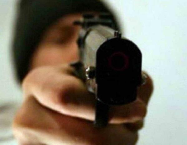 18-летний житель Адлера с пистолетом ограбил магазин