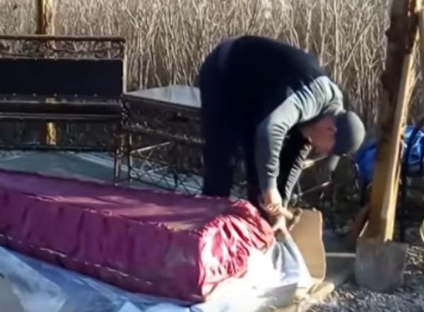 На Кубани безутешный отец вскрыл гроб с сыном, чтобы доказать: «его убили»