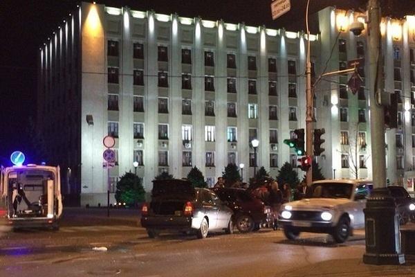В Краснодаре «Акцент» протаранил ВАЗ 2114 возле здания ЗСК