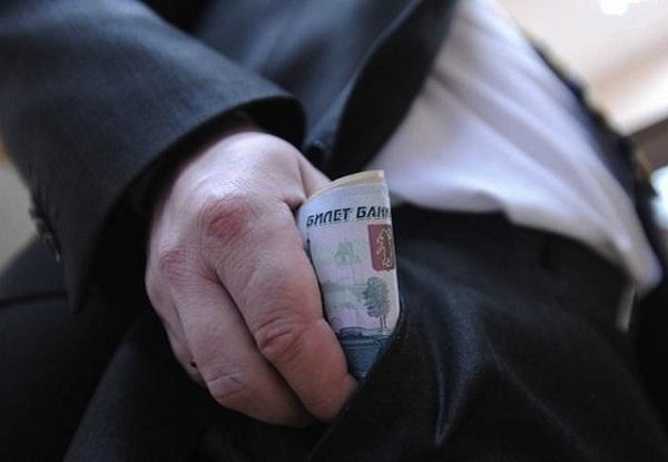 Работник районной администрации в Усть-Лабинске попался на взятке