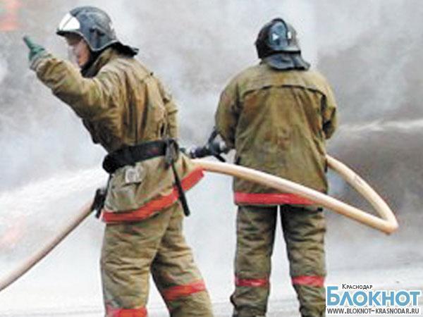 На Кубани из-за короткого замыкания сгорели строительные вагончики