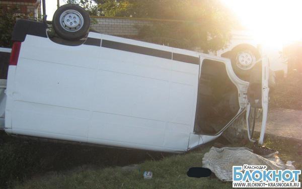 В Темрюкском районе опрокинулась машина