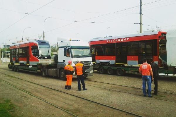 В Краснодар прибыл трехсекционный трамвай