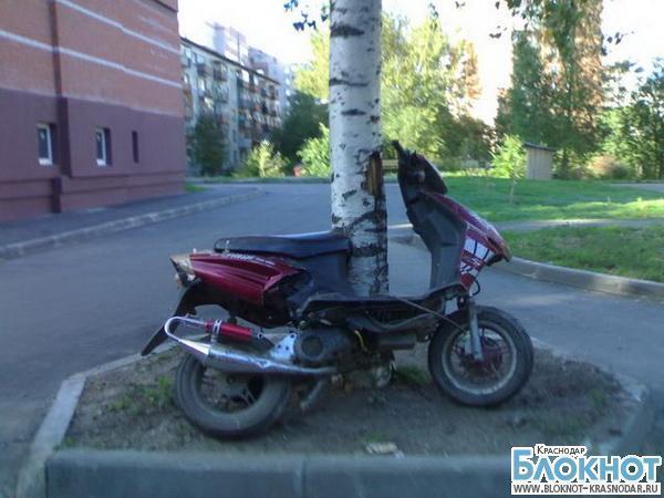 В Отрадненском районе парень угнал мопед и разбил его