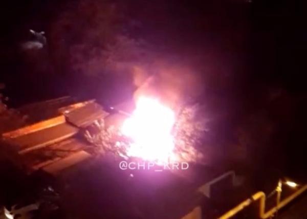 В Краснодаре в гаражах на Дзержинского произошел пожар