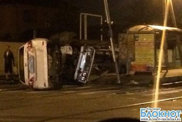 В Краснодаре в результате ДТП перевернулось два автомобиля