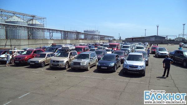 На Керченской переправе погрузки на паром ожидают 1200 автомобилей