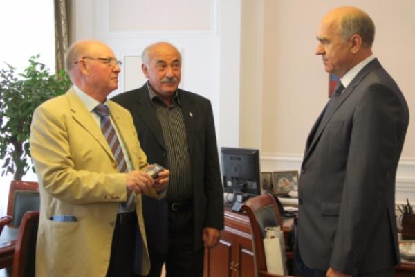 Мэру Геленджика вручили золотую медаль Совета Ассамблеи народов