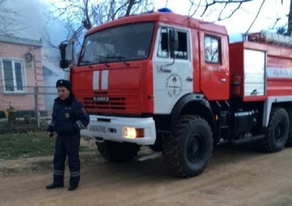Кубанские гаишники потушили пожар в частном доме