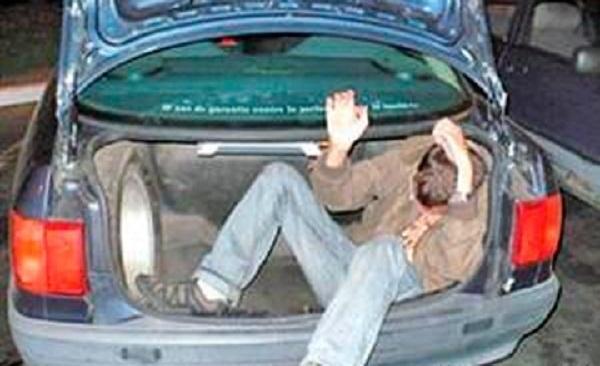 В Сочи мужчину бросили встречать праздник в багажнике авто