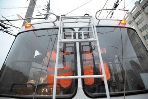 В Краснодаре наградили водителя за перехват троллейбуса, протащившего 8-летнего мальчика