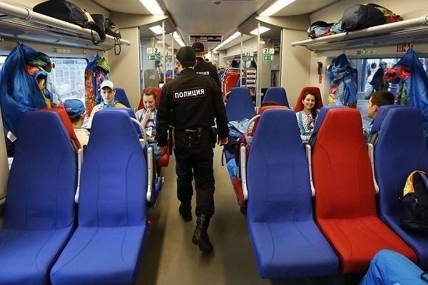 ВСочи кинологи вывели пассажиров изэлектрички иищут подозрительный предмет