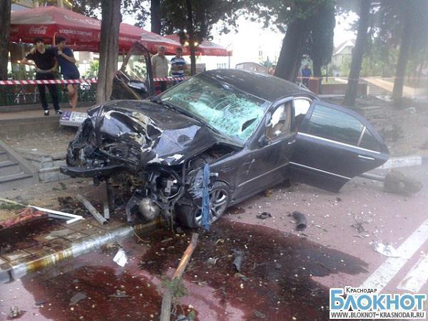 В Сочи водитель влетел в остановочный комплекс и сбил мужчину