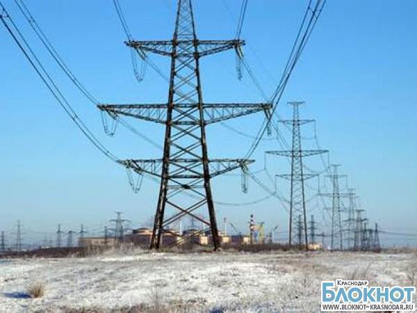 В Выселковском районе «КамАЗ» снес столб электропередачи
