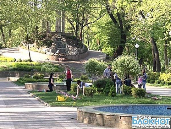 В Краснодаре началась уборка районов города