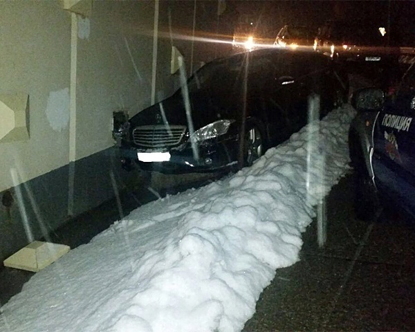 По глупости 35-летняя сочинка попала под колеса собственной машины