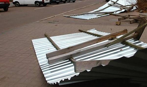 Ураганный ветер вынуждает власти Новороссийска принять экстренные меры