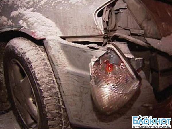 В Славянске-на-Кубани автомобиль съехал с дороги