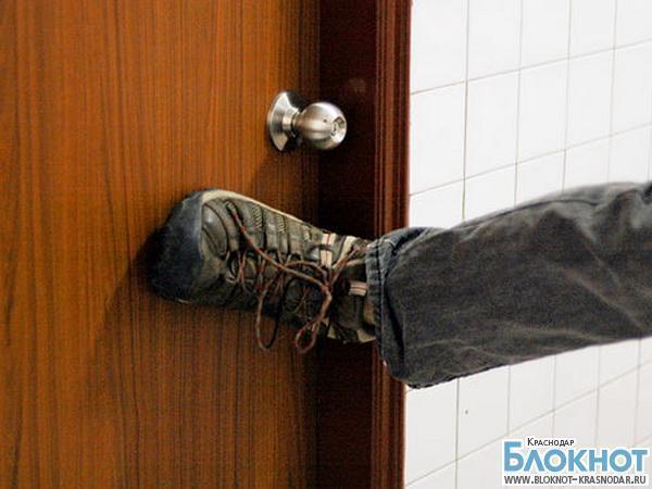 Краснодарец пытался выломать двери частной клиники