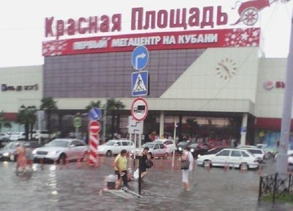 На Краснодар обрушился ливень с градом