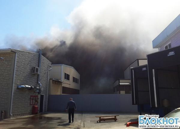 В кубанской столице загорелось офисное здание