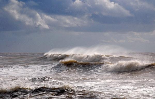 МЧС предупреждает о сильном ветре со стороны Азовского моря