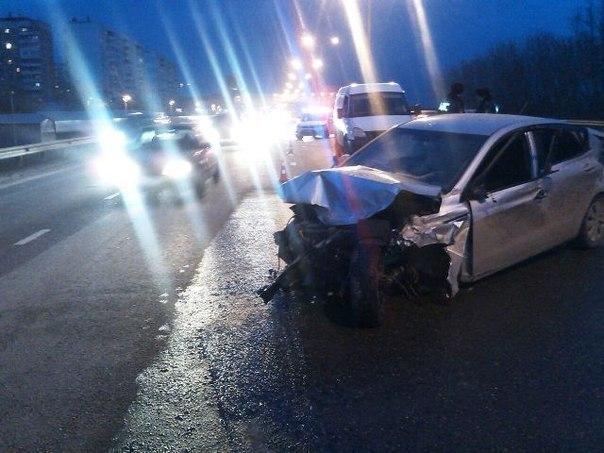 На Ейском шоссе водитель Kia врезался в дорожное ограждение